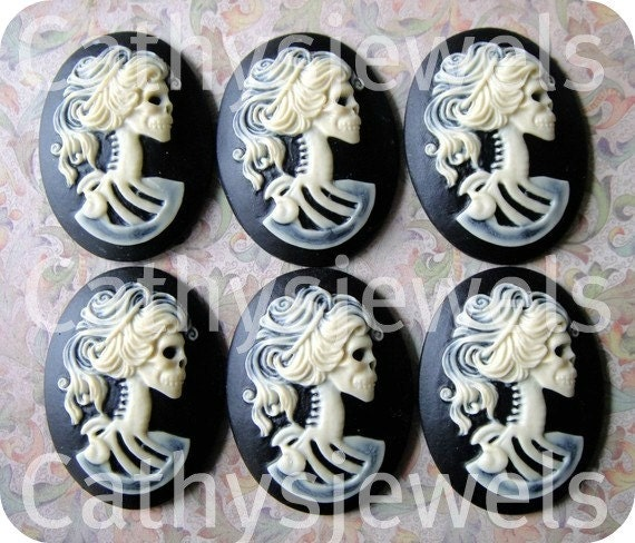 Unset Cameo Lolita  Day Of The Dead  Goddess Ivory on Black 18x13