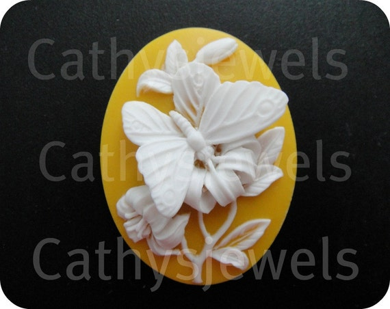 Butterfly Portrait Cameo 40X30 Sunshine Yellow