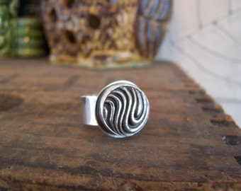 Fine silver wavy current ring