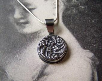 Floral swirl pendant