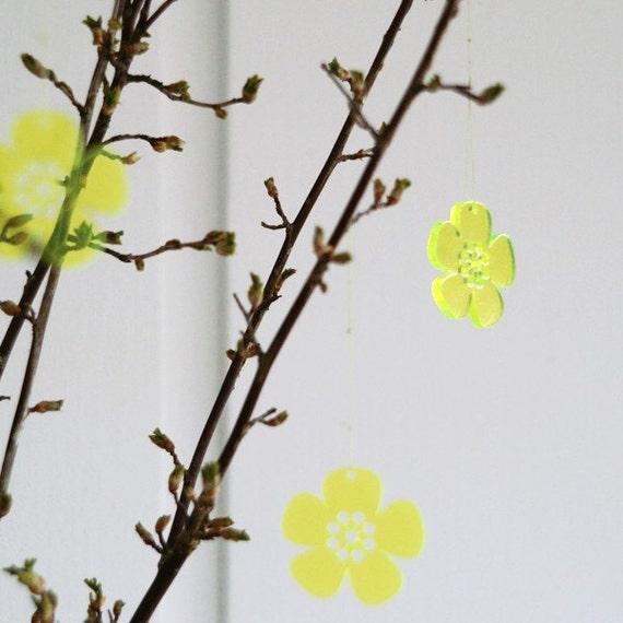 5 Spring Flowers - in neon green transparent plexiglas