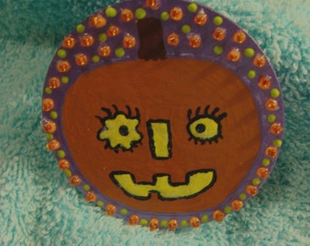 PuMpKiN FaCe pin or brooch for HaLlOWeEn - how whimiscal
