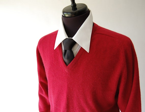 reserved . Cashmere Sweater . vintage jumper . Classic Red . V neck . Fully Fashioned . Alan Paine . Godalming England m l xl