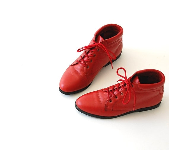 vintage Leather Boots . Flat Ankle Boots . Red . Lace Up Booties . sz 6 M