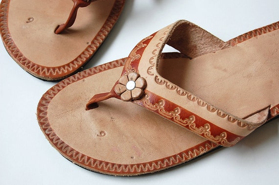 Leather Thong Sandals . made in Mexico . tooled . sz 8 8.5 boho