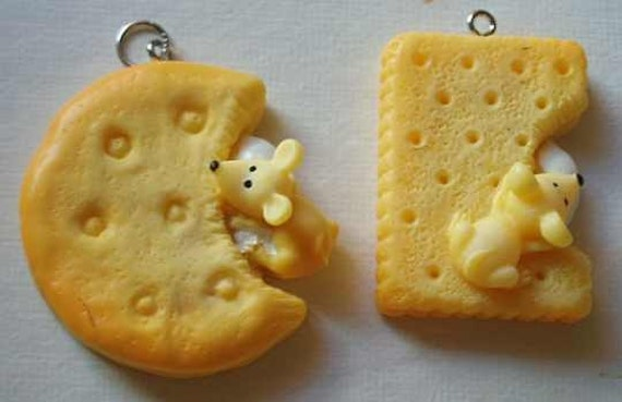 Kawaii & Cute Mouse eating Biscuit Necklace - Cheese or Chocolate