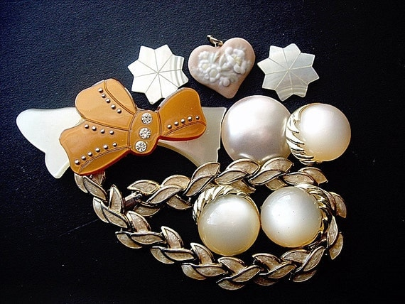 Pretty Destash Lot of Various Vintage Broken Jewelry Pieces