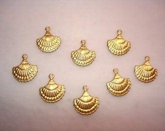 Fancy Clam Shells, Nautical Charms, Brass Supplies Bracelet/Earrings/Craft x 8