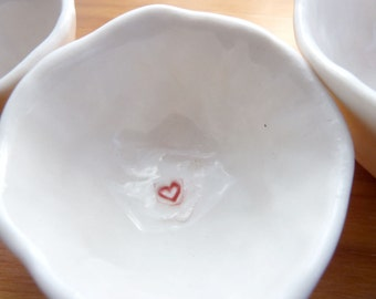 """Nested Mini-Bowls with """"MOM"""" (KISS - Pure White)"""