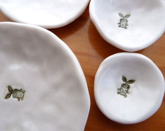 Nested Mini-Dishes with Little Plant (KISS - Pure White)