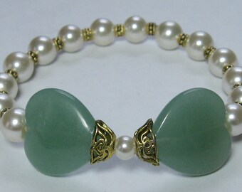 Green Aventurine Hearts and Glass Pearls Stretch Bracelet - B117