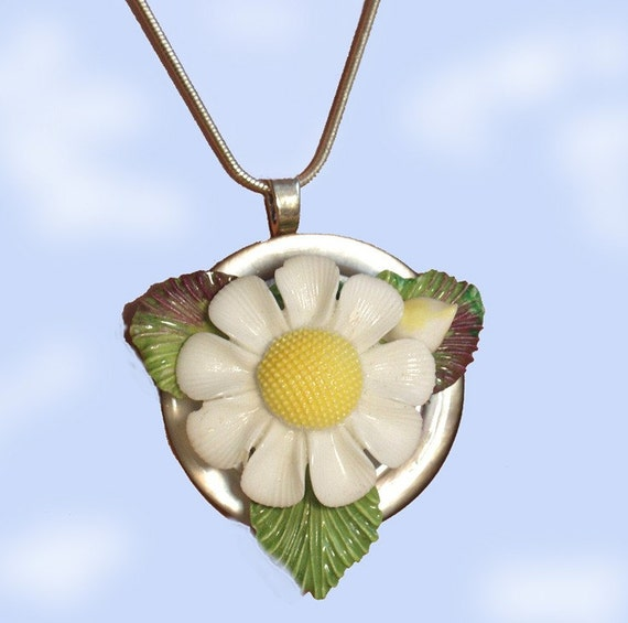 Daisy On Mother of Pearl Vintage Button Upcycled Pendant Necklace OOAK