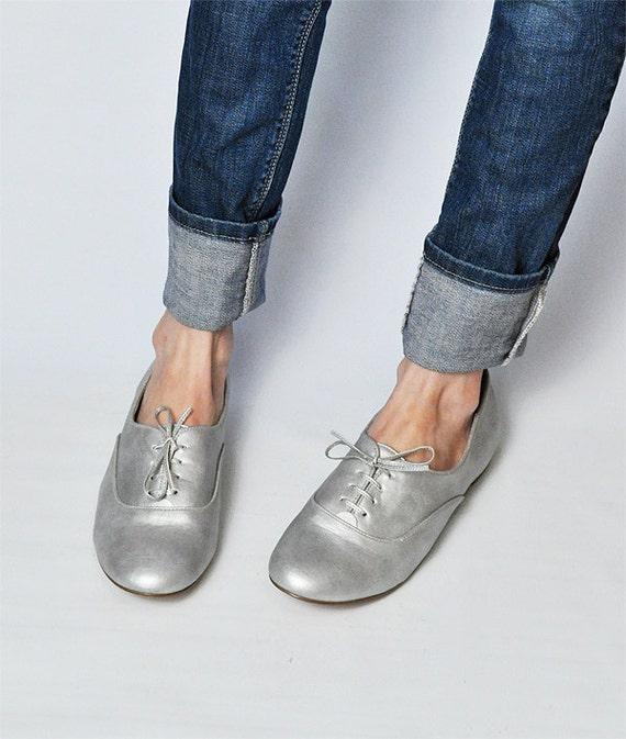 SALE 1980's Fioni Metallic Silver Oxfords, Size 9