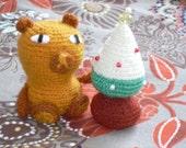 amigurumi soft bear wit his Christmas tree