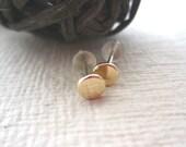 18Kt gold stud earrings bright finish-medium size