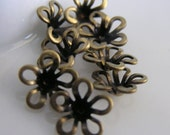 CH-ME-03065 - Nickel free Brass Petite lilies, 24 pcs