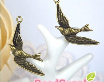 CH-ME-03129-  Nickel Free antique brass, Flying hummingbird, 4 pcs