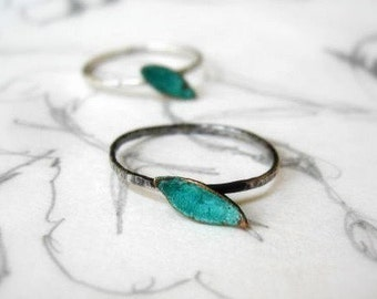Single Leaf Stack Ring Oxidized