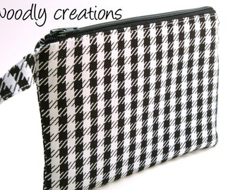 Zippered Wristlet Black and White Houndstooth