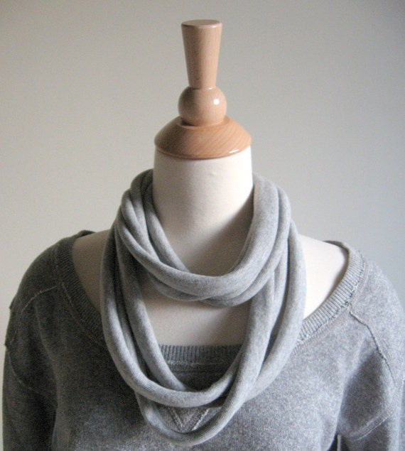 LOOPS - Oversize LOOP Necklace Scarf - Soft Gray
