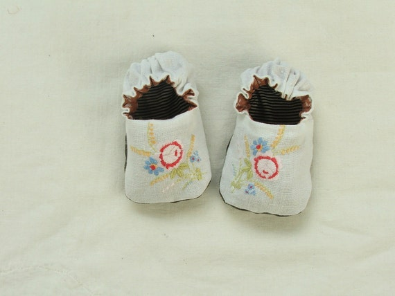 miniature rose baby shoes sz 0-6 mths SALE