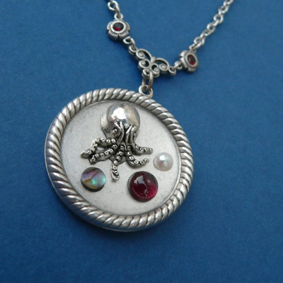 Cthulhu Pendant - garnet, pearl and abalone shell silver - Cthulhu and the Deep Blue Sea -