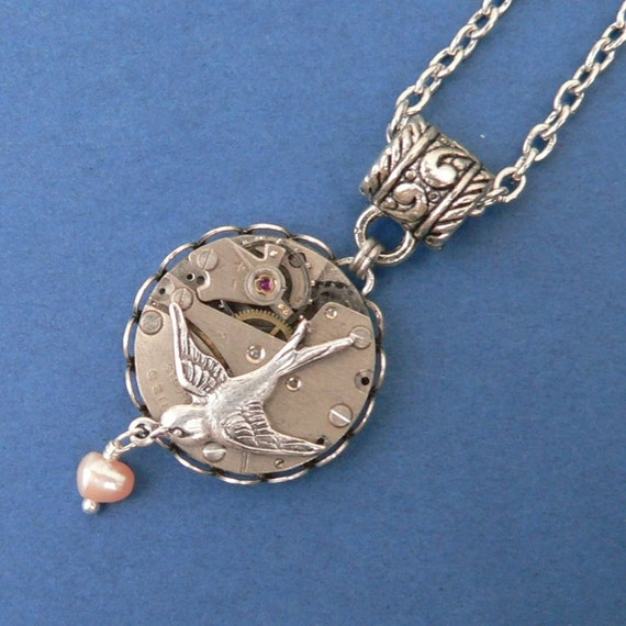 Steampunk Necklace L'hirondelle et la Perle Nacree - Swallow and Freshwater Pearl
