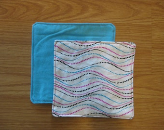 Dotted waves burp cloth set