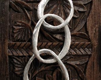 Distressed Loop Linked Pendant