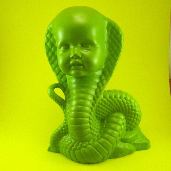 SiDeShOw ceramic Cobra Girl