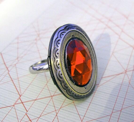 Poison locket adjustable ring