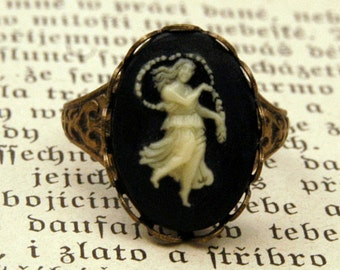 Vintage Zodiac Cameo Ring - Virgo