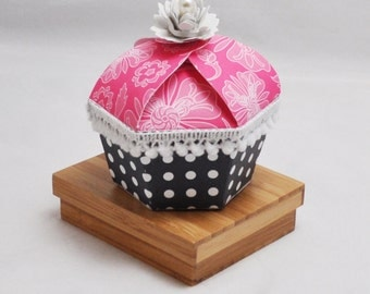 Cupcake Shaped Box - Party Favor- Set of 6