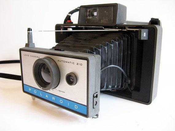 Polaroid Automatic 210 Land Camera