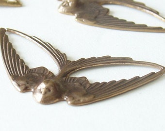 Vintaj Brass Swooping swallow 21mm x 41mm - 1 Sparrow