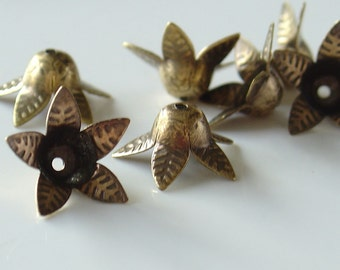 12mm Brass 5-Petal Bead Cap Flower - 10 Pieces - LC054