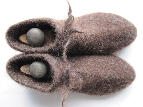 Manfelts Slipper Socks Size 10 or 11.