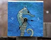 seahorse desk clock (blue)