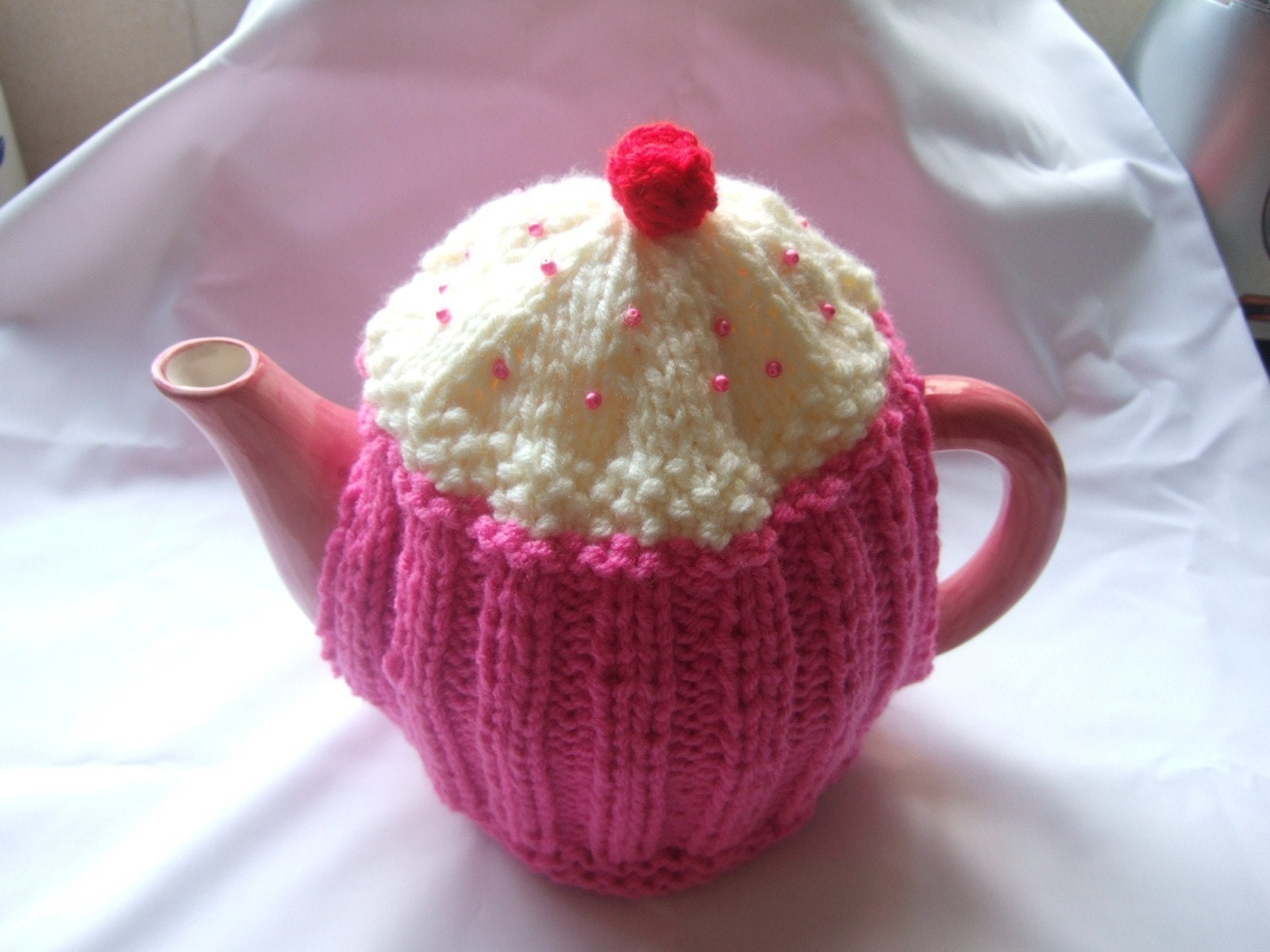 CUPCAKE TEA COSY KNITTING PATTERN