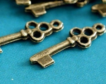 Sale 25pcs Antique Bronze Key Charm Pendants (22mm )