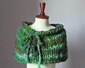 Knitted Capelet Green Shades - Handmade - Bowtie adjustable - Medium or Small Size - TREE PRUNER
