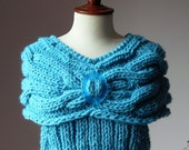 Sweater whit cables on yoke Turquoise