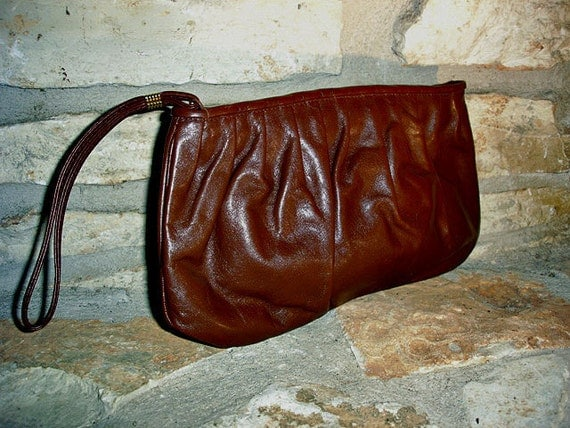SLOUCHY WRIST - 1970s vintage brown leather clutch purse