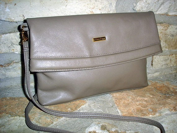 TAUPE FUN - 1980s vintage taupe leather Via Piaggi convertible purse to clutch