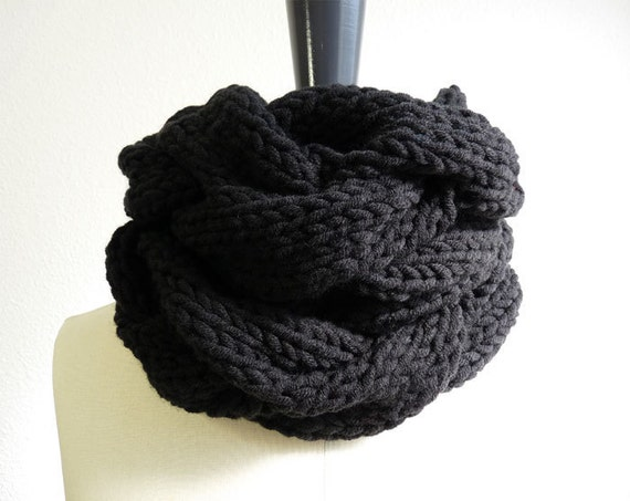 Chunky Knit Infinity Scarf in Black Merino Wool