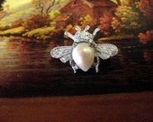 Little Bee scatter pin - Vintage - Wedding Bridal bridesmaids, traditional symbol of fertility, power, wisdom, purpose, energy, Life & Earth