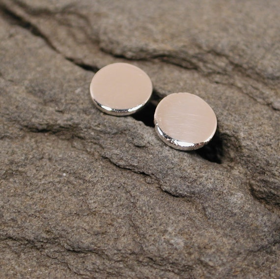 6mm Flat Silver Disc Studs Hammered Earrings Small Sterling Silver Posts by SARANTOS