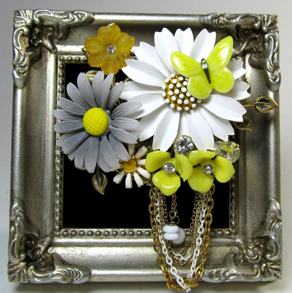 Vintage Collage Brooch Daisy flowers upcycled