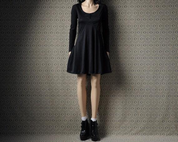 SALE. black mini dress / scoop neck / s