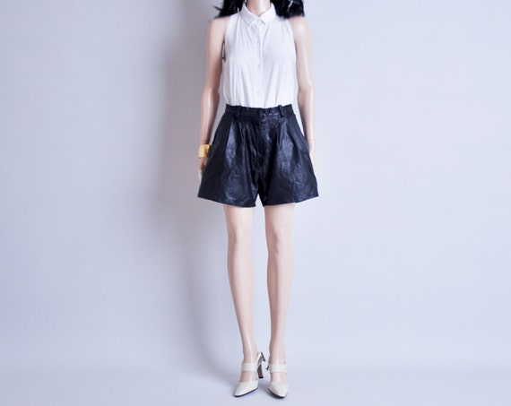 vintage black leather high waisted pleated shorts (1) m